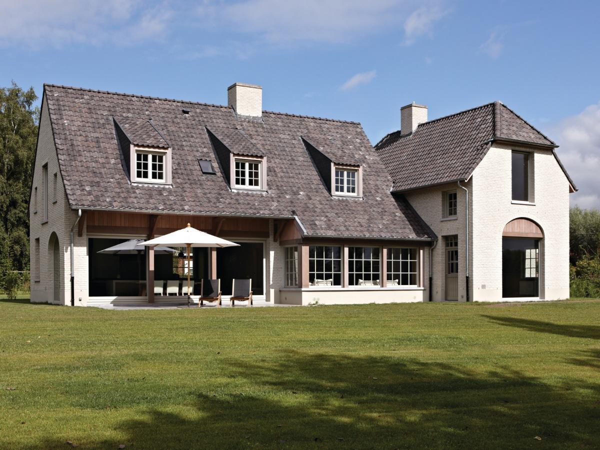 Bouwbedrijf villabouw kortrijk landelijke moderne for Landelijke villa bouwen